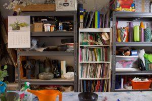 Vasi, attrezzatura e biblioteca